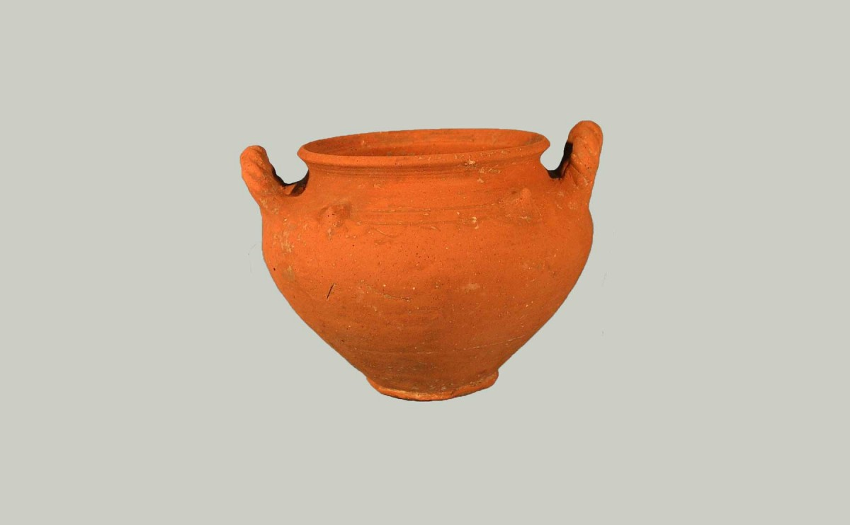 Fig. 1. Jar with turned handles (© Archaeological Museum of Arta).