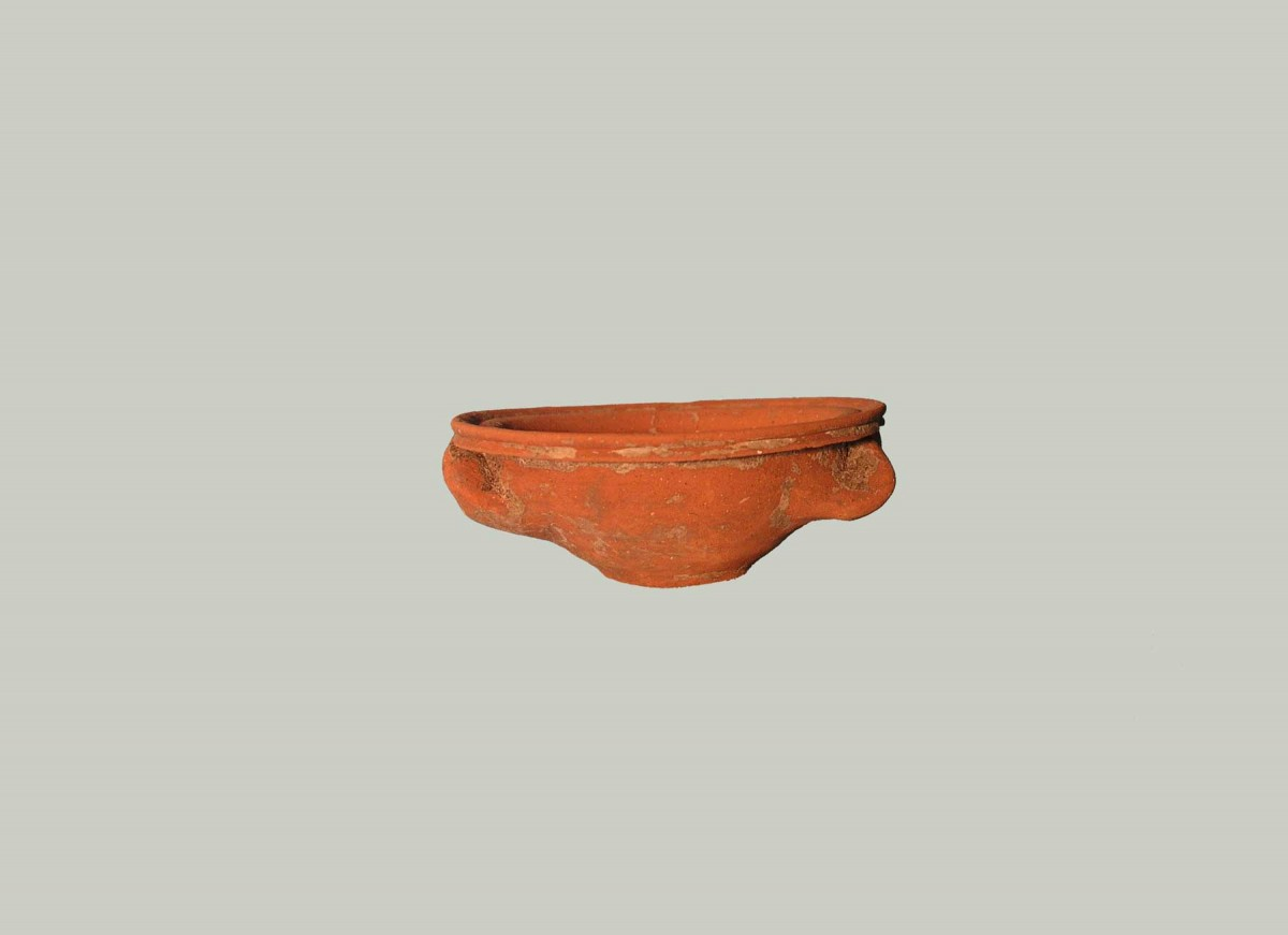 Fig. 2. Small basin (© Archaeological Museum of Arta).