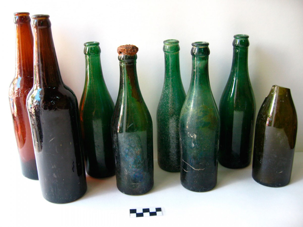 Fig. 10. Wine bottles found in the trench of the Allies on Koukonisi.