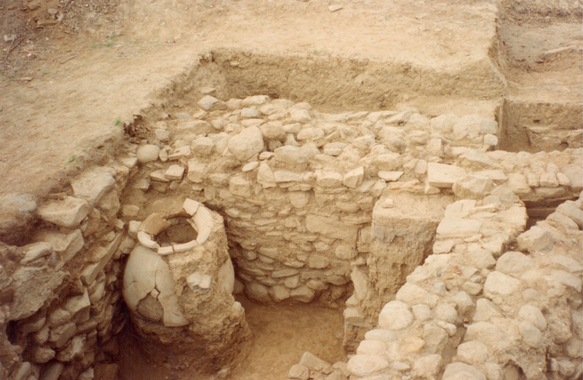 Fig. 16. Architectural remains of the Middle and early Late Bronze Age (Trench 3).