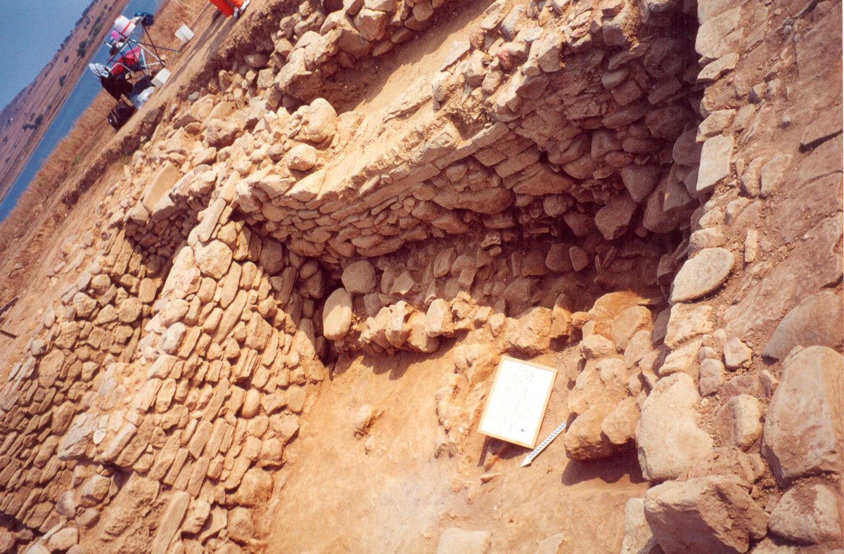 Fig. 18. Typical settlement remains of the Middle Bronze Age (Trench 7).