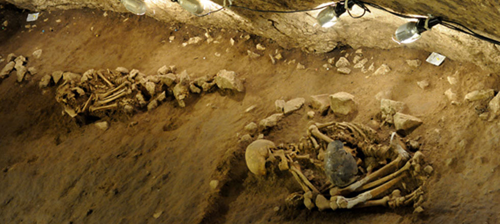 Four Neolithic skeletons found in Can Sadurní cave, Begues, Barcelona, Spain. Image: University of Barcelona