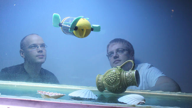 Experimenting with the robot turtle in an aquarium. Photo:  Canoe.ca