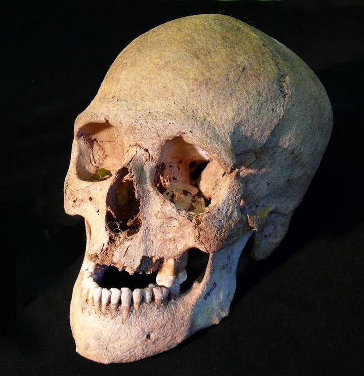 Were the decapitaded of Flakstad sacrificed slaves?