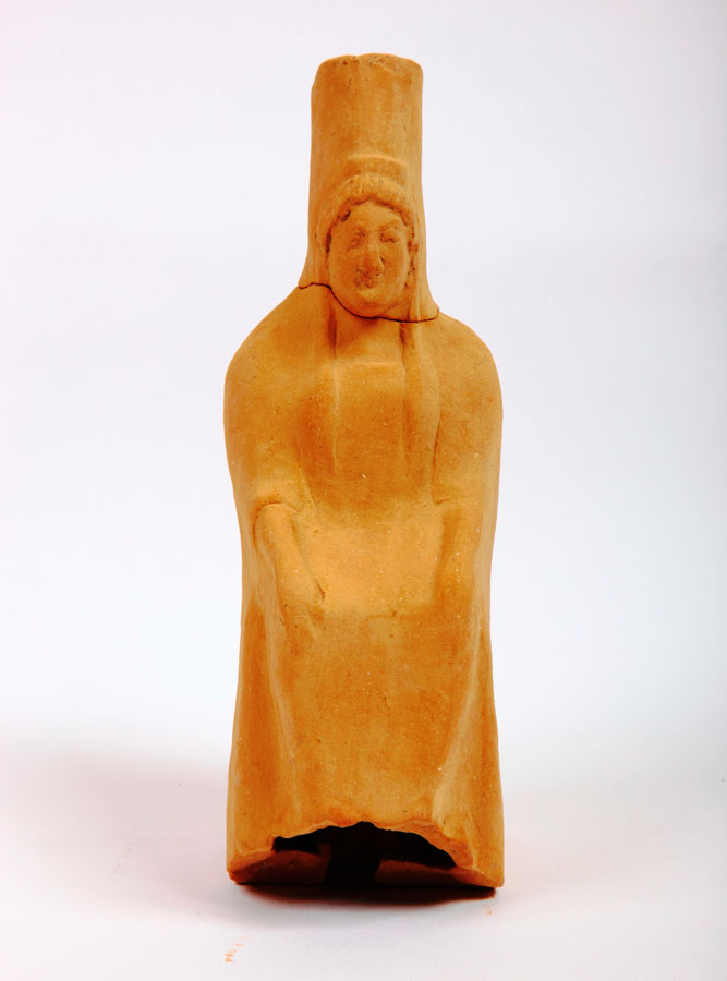 Fig. 4. Marmara: Clay figurine of a seated female figure bearing a polos.