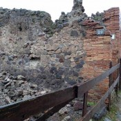 Wall crumbled in Pompeii