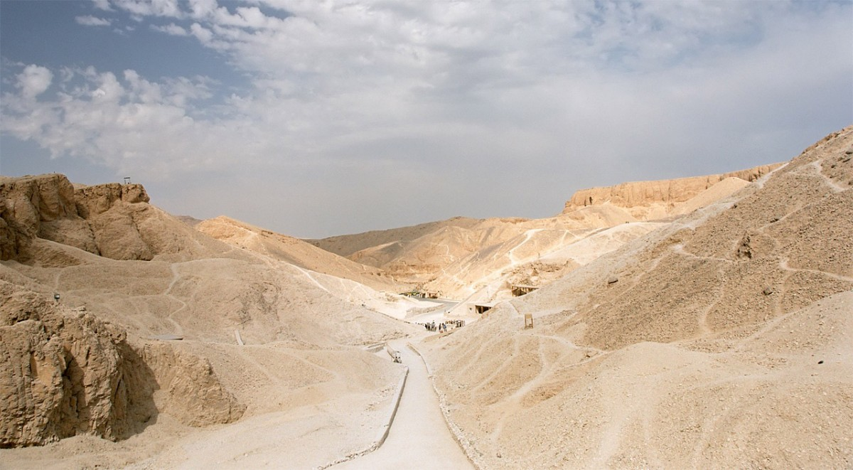 Entering the Valley of the Kings, Luxor, Egypt.Credit: Photo by Przemyslaw Idzkiewicz.