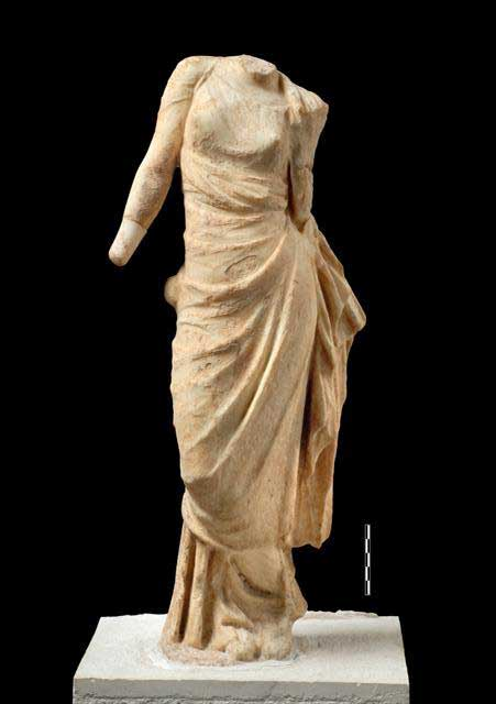 Marble Statuette of Aphrodite. Front view. Hellenistic period. Archaeological Museum of Arta. Photo credit: 33rd EPCA.
