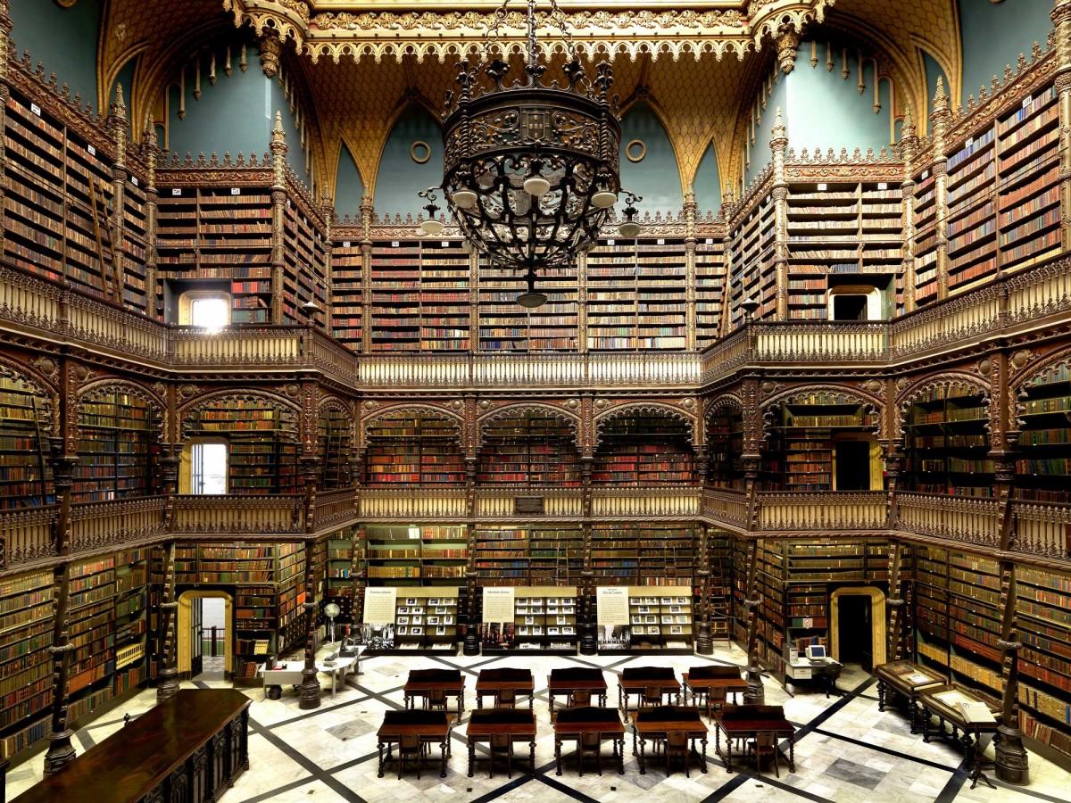 """Massimo Listri, """"Biblioteca Real Gabinete Português de Leitura, Rio de Janeiro, Brasil"""". (Source: Benaki Museum)"""