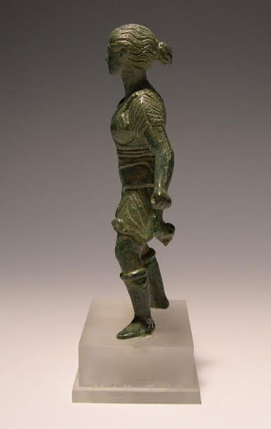 The statuette of Artemis is made of bronze, has a height of 0,16 m and is dated to the Hellenistic period (© 33rd EPCA).
