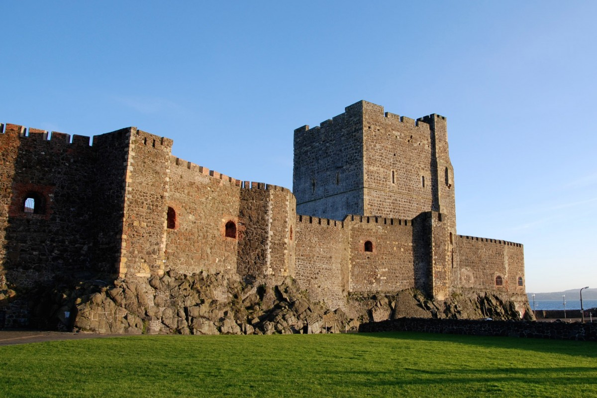 Carrickfergus Castle. 12th c. AD. Co Antrim, Northern Ireland, UK. Photo: Wikimedia Commons.