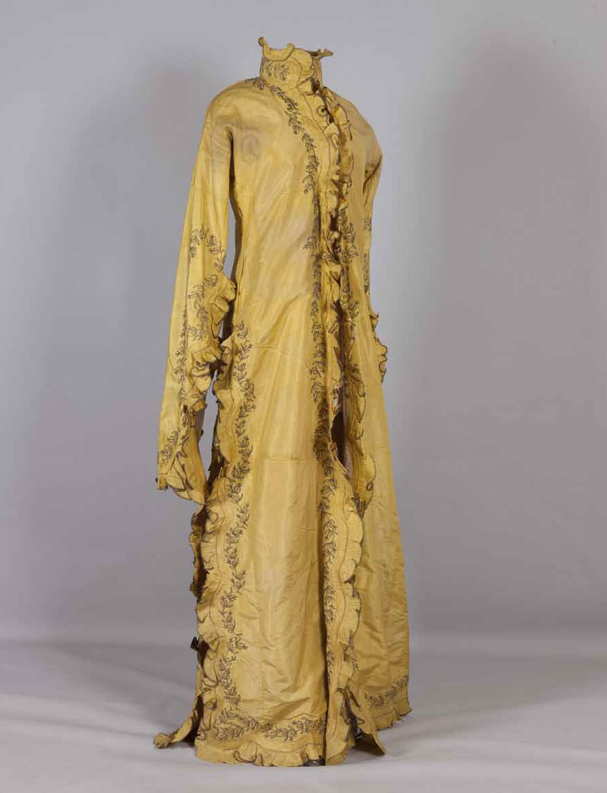 Anderí, yellow taffeta coat dress. Turkey. Late 19th century. Peloponnesian Folklore Foundation, Nafplio. Donated by Ioanna Papantoniou. (I. Papantoniou (ed.), Patterns of Magnificence, Catalogue, 2014, p. 198)