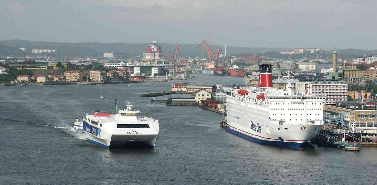 Gothenburg harbour seen from the Älvsborg bridge. (Wikimedia Commons)