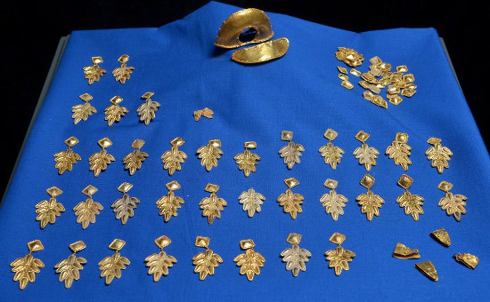 Gold jewellery pieces. Roman. Late Antiquity, Rhineland-Palatinate, Germany.