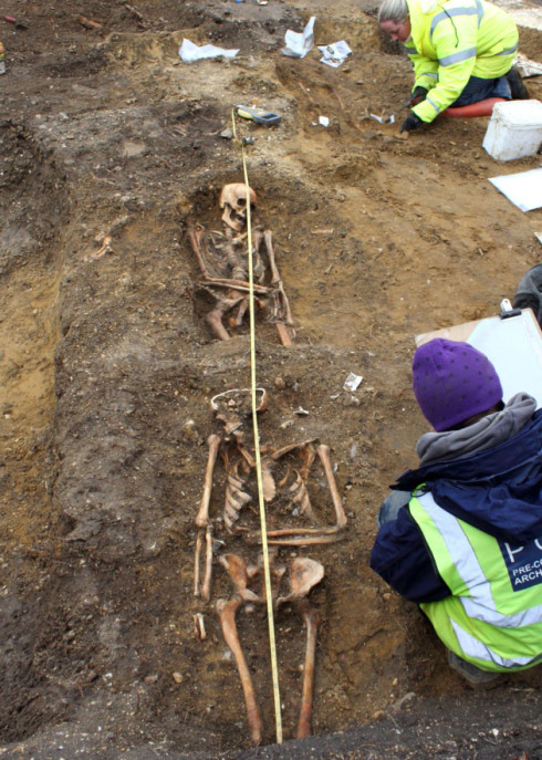 Burials dating to the Early Saxon period (6th century AD), Haddenham, UK. Photo: Cambs Times 24.