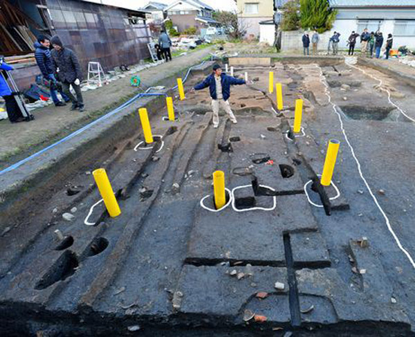 Excavating Makimuku in Japan. Photo: The Asahi Shimbun.