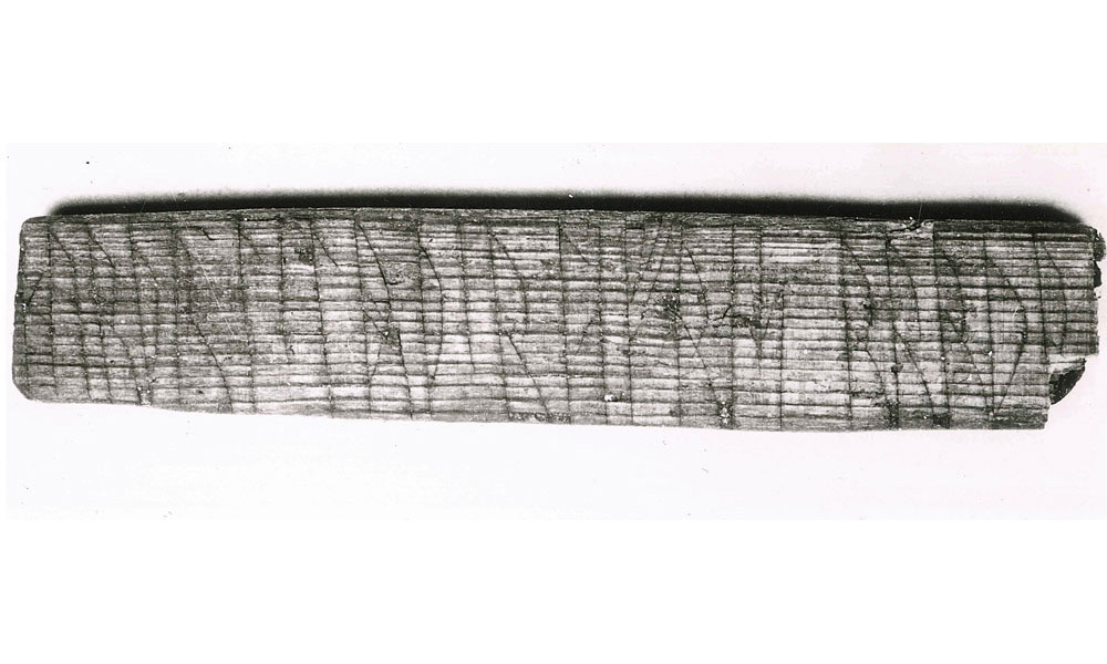 A stick inscribed in standard runic and the jötunvillur code, with the names of Sigurd and Lavrans. Bergen, Norway,  1200 AD. Photo: Aslak Liestøl/Kulturhistorisk museum, UiO.