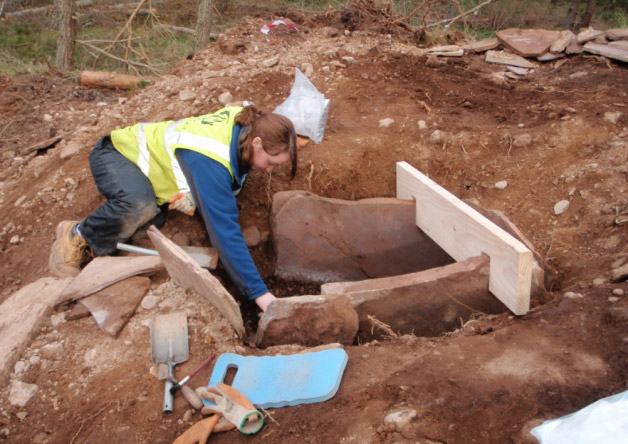 Finding a cist containing the remains of a Bronze Age woman. West Torbreck, Scotland. Photo: The Scotsman.