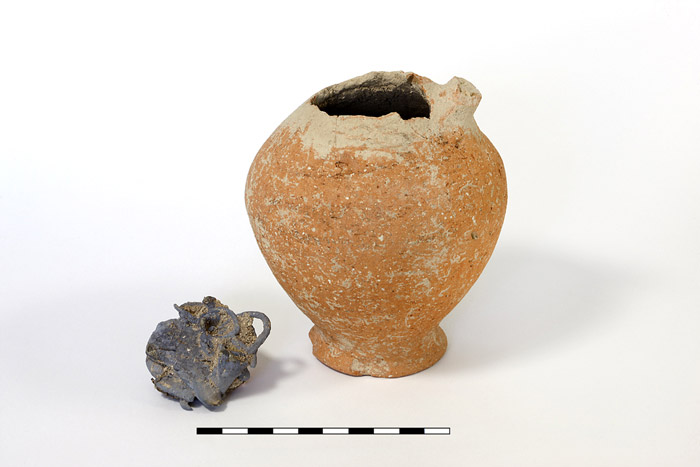 Pottery jug and part of its content in the form of a silver ball. The ball proved to consist of five hooped earrings joined together. Photo:  Gabi Laron.