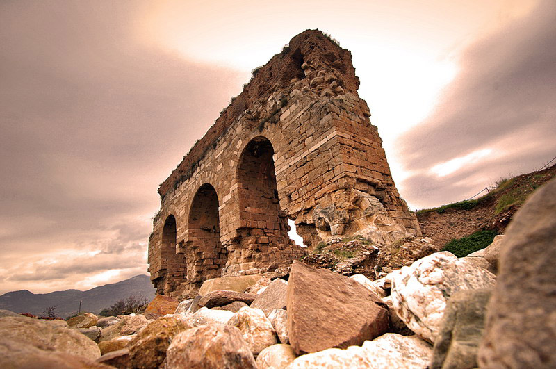 What survives of the monumental entrance to the gymnasium of Tralleis. Aydin, Turley. Photo: Trekearth.com
