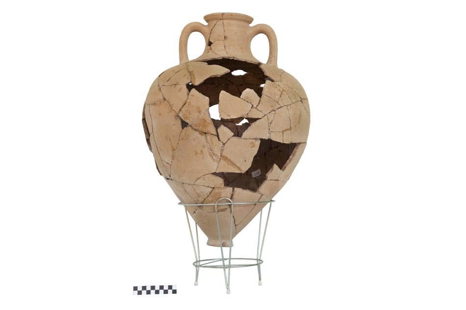 Amphora found in the ancient settlement in Karabournaki. (photo: Aristotle University of Thessaloniki)
