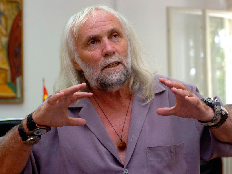 Pasko Kuzman, one of FYROM' s most acclaimed archaeolosists, is among the eight people arrested.