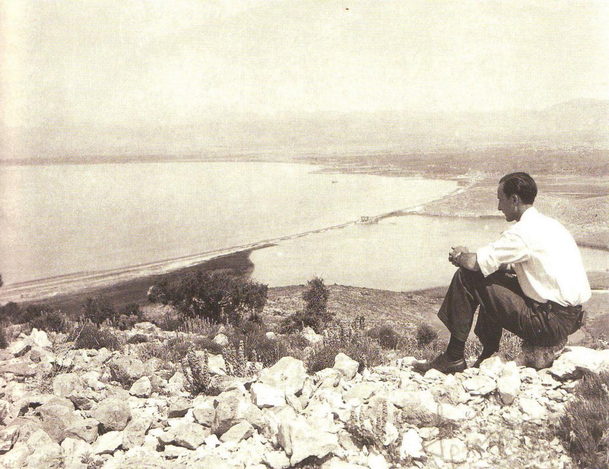 Fig. 9. I. Travlos views lake Koumoundourou from the Echo Hill. J. Travlos, Bildlexikon zur Topographie des antiken Attika, 1988, p. 188.