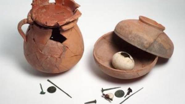 A set of artefacts representing ritual deposits. Sardis, Turkey, around 10-80 AD. Image: University of Wisconsin-Madison.