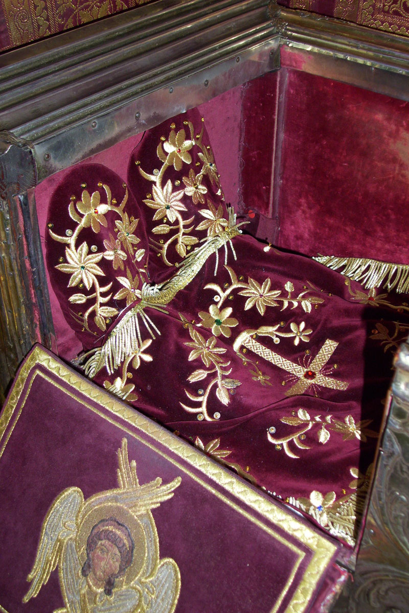Fig. 6. Detail of the slippers and the foot cloth that covers the relic of the Saint. (photo: Chr. Karydis)