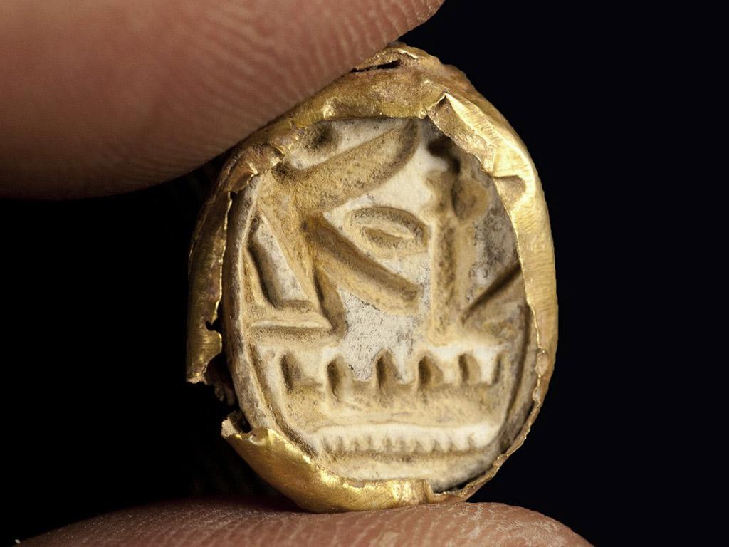 Men-Maat-Re, the praenomen of Seti I, on the signet surface of golden scarab. Tell Shadud, Israel. Late Bronze Age, c. 1290-1279 BC. Photo: Clara Amit, IAA.