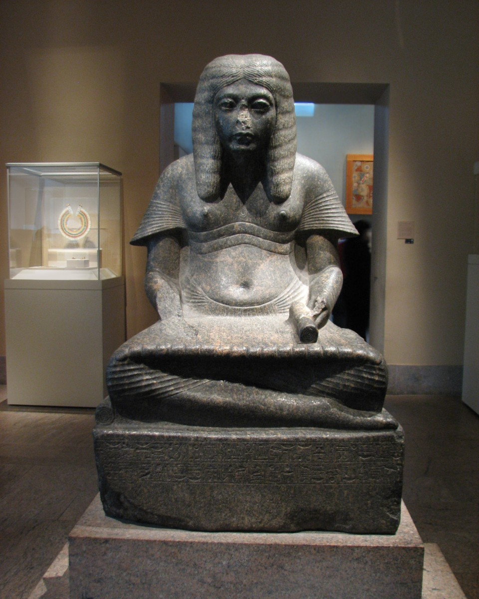 Official Horemheb, who was to become king, presented as a scribe in a votive statue . Memphis, Egypt (?), c. 1336-1323 BC. The Metropolitan Museum of Art, N. York (USA). Photo: 3w.joanannlansberry.com