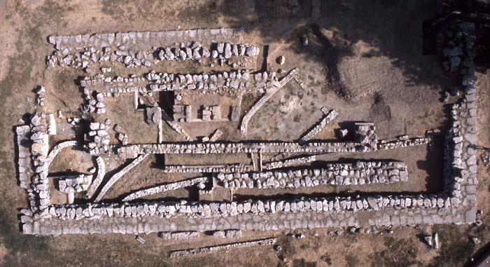 Aerial view of the temple of Apollo, Eretria, 8th/5th c. BC. Photo: ESAG.
