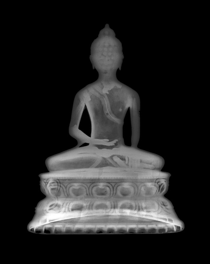 X-ray of a Buddha Śākyamuni's statue in bronze (MAA, 1935.346). Tibet. 14th century Purchased by Louis C.G. Clarke. Courtesy of the Hamilton Kerr Institute and the Fitzwilliam Museum, University of Cambridge. Photo: University of Cambridge Museums.