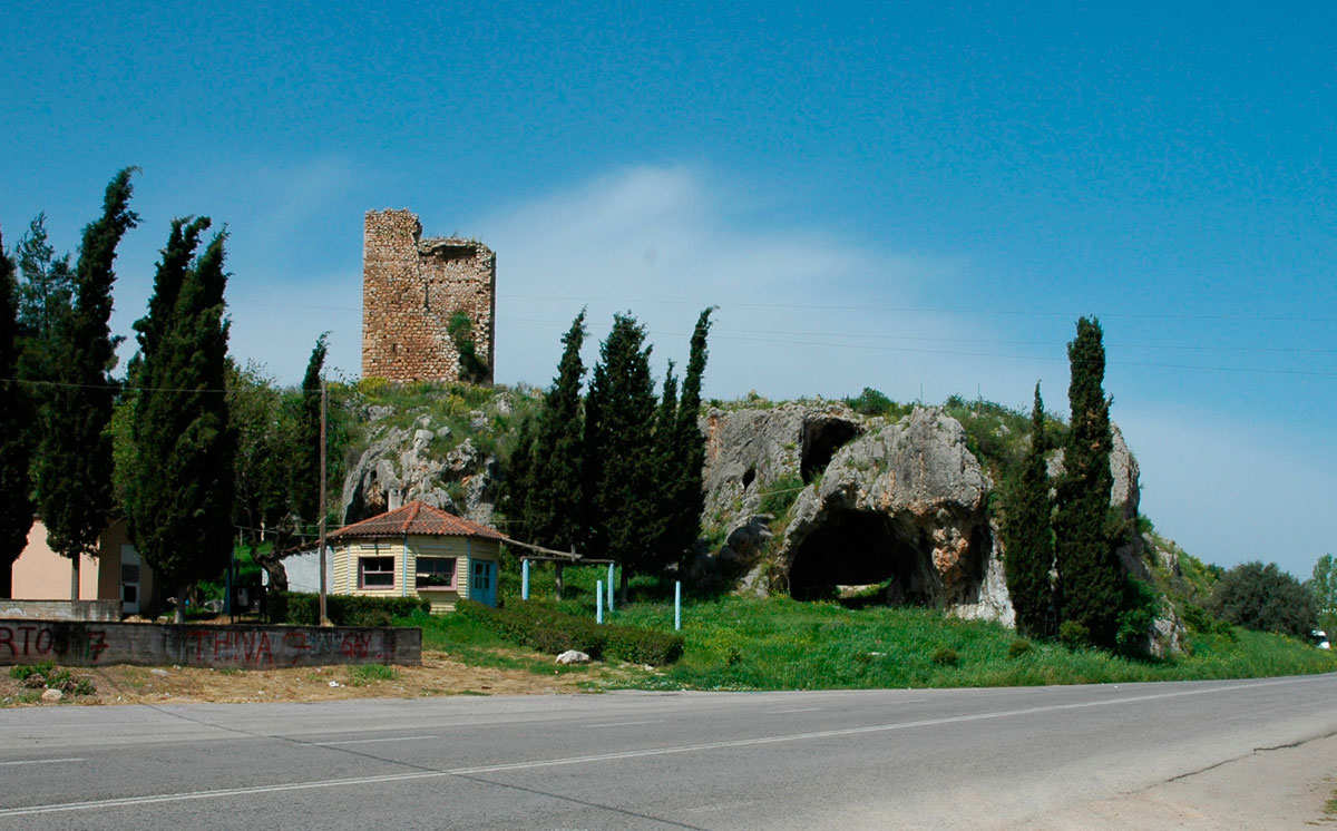 Fig. 2. The medieval tower and the cave named after it (personal archive).