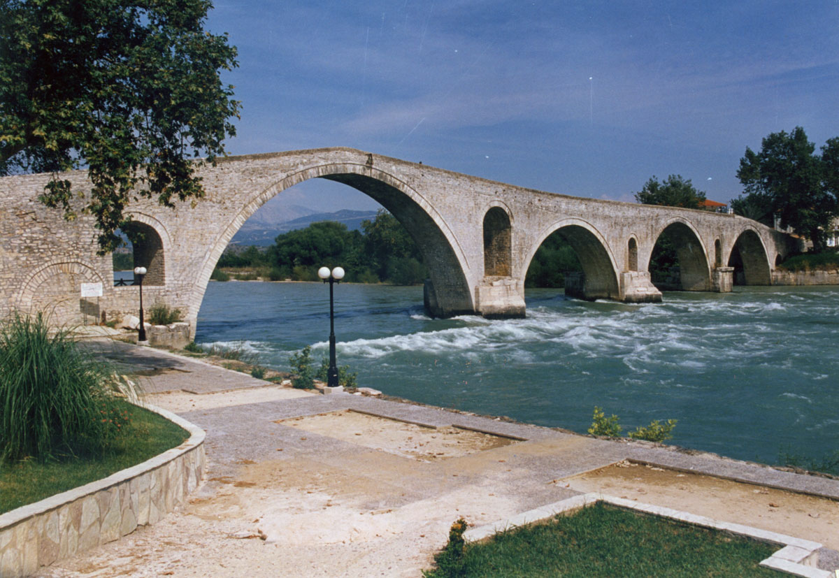 Fig. 5. The bridge of Arta (2010).