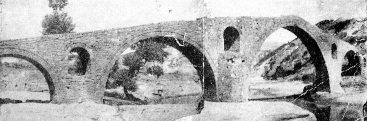 Fig. 9. The Pasha bridge in a pre war photograph (G.P. Tsotsos, Macedonian bridges, p. 60, fig. 28).