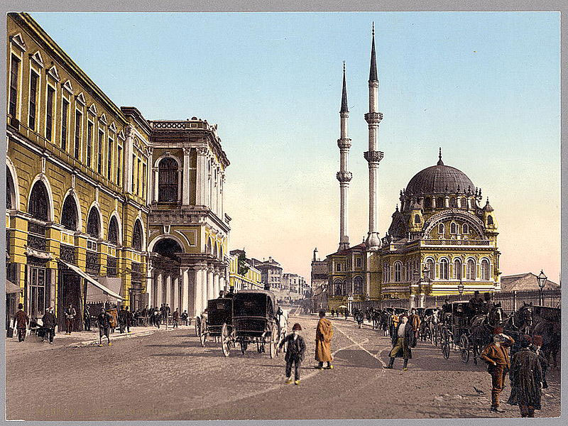 Tophane Square, with the Tophane Barracks on the left and the Nusretiye Mosque on the right, between 1890 and 1900. (Source: Wikimedia Commons)
