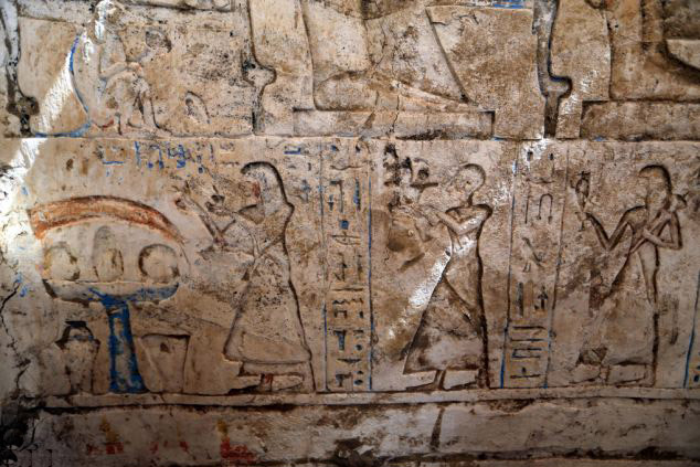 An oaaferin to the deceaser Paser by his three sons. Tomb of Paser, Saqqara, 1100 BC. Photo: EPA.
