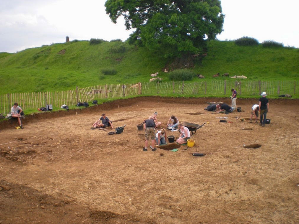 Burrough Hill: Work in progress on the external settlement of the hillfort. [Credit: John Thomas/ University of Leicester]
