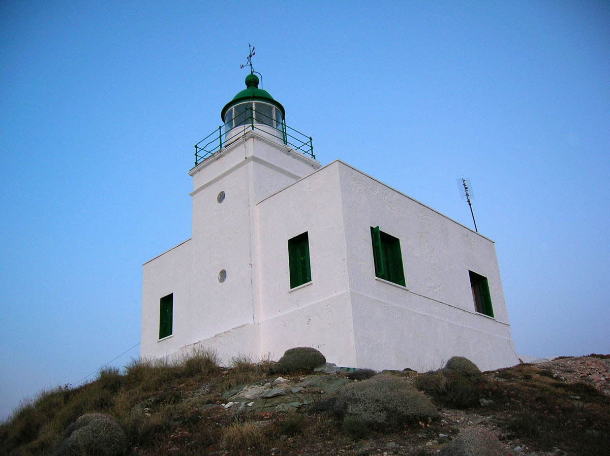 Fig. 2. Aghios Nikolaos on Kea. It first operated in 1860 on petrol as an energy source featuring a steady red light with a light range of 10 nautical miles. Since 1986 the lighthouse is powered by electricity and operates on a monitoring basis.