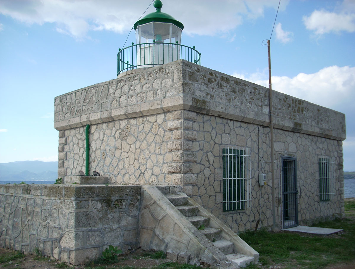 Fig. 8. Sousaki in Korinthia. First functioned in 1894 as a monitored lighthouse of the 5th class with a steady red light. Since 1980 the lighthouse is powered by electricity and works on the basis of monitoring.