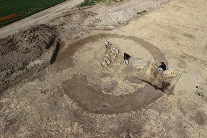 Necropolis at Marigny-le-Châtel: Circular ditched enclosure. © F. Canon, Vertical-Photo / Inrap