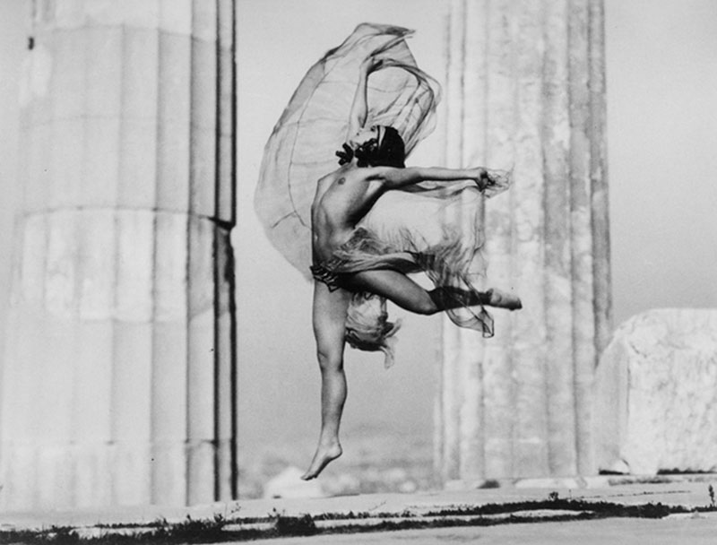 The Hungarian dancer Nikolska in the Parthenon, 1929. Photo: Sougioultzoglou-Seraidari Elli (Nelly's). © Photographic archives of the Benaki Museum.
