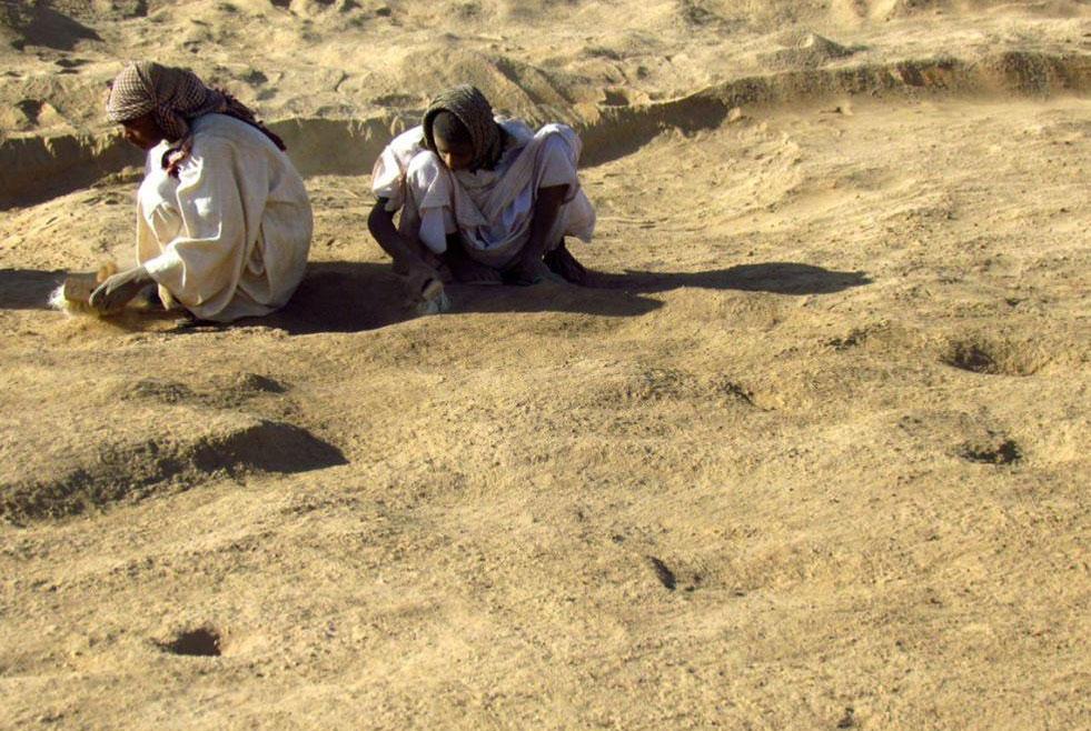 Affad 23: Excavating the Palaeolithic level. Image: M. Osypińska.