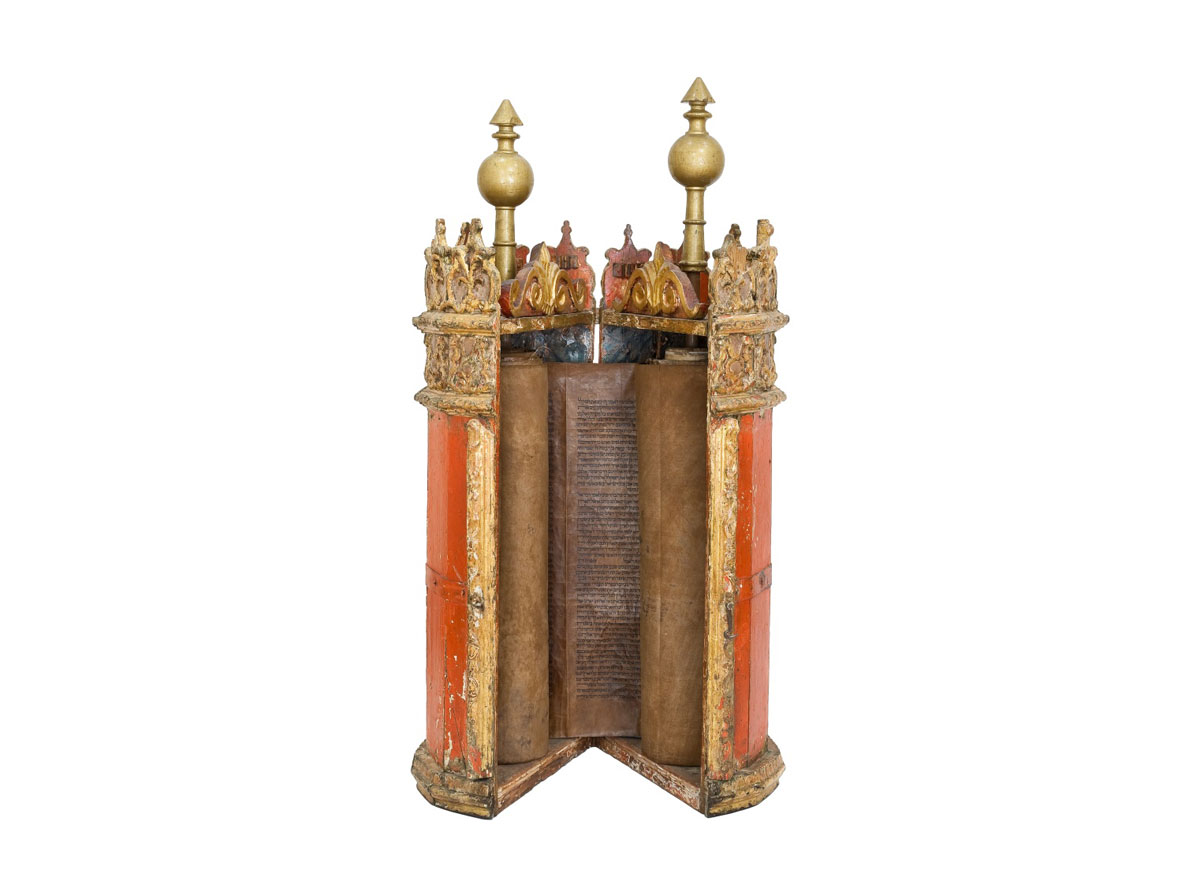 Fig. 1.  An 18th century Venetian style wooden Tik or case for the Torah, dedicated to the Synagogue in Herakleion by the Synagogue of Patras (©The Jewish Museum of Greece, 2014).