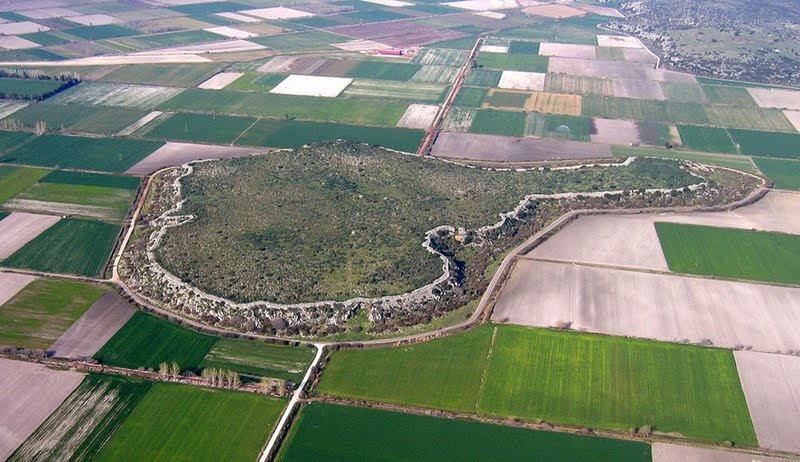 Glas. Aerial view showing the massive cyclopean walls enclosing and defining the site of the ancient remains. Photo credit: C. Maggidis