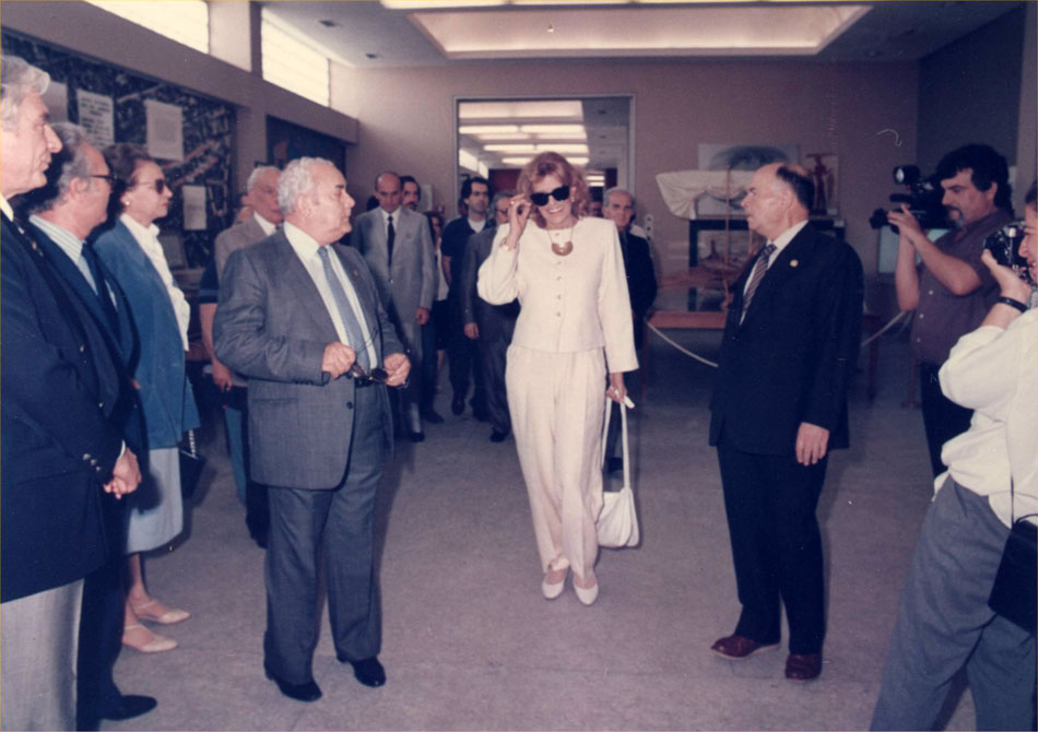 Fig. 13. The Greek section of the International Council of Museums (ICOM) declared the Hellenic Maritime Museum as honoree for 1986. Melina Merkouri, Minister of Culture, at that time, attended the event.