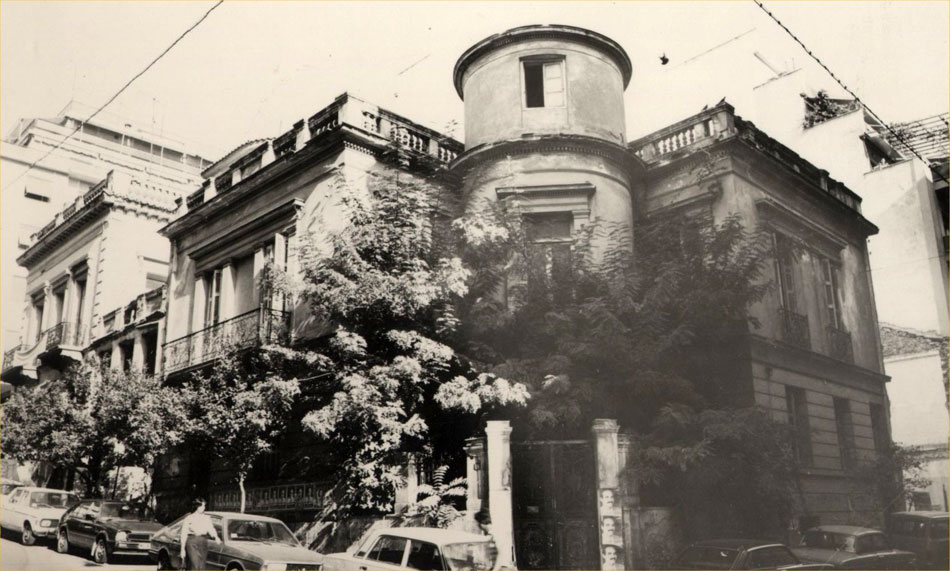 Fig. 4. In 1966, the Museum relocates to a building on the corner of Bouboulina and Kountouriotou streets in Piraeus until the construction of the new building at Zea harbour. External view of the Museum's building.