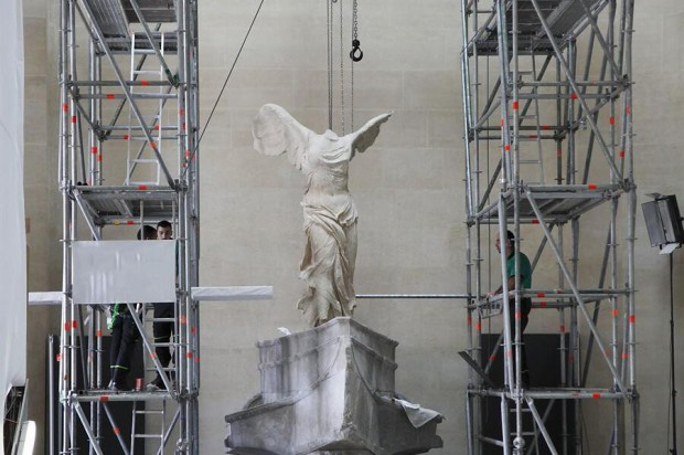 Less than a year after it was removed for restoration, the Winged Victory of Samothrace is back on its pedestal in the Louvre Museum in Paris.