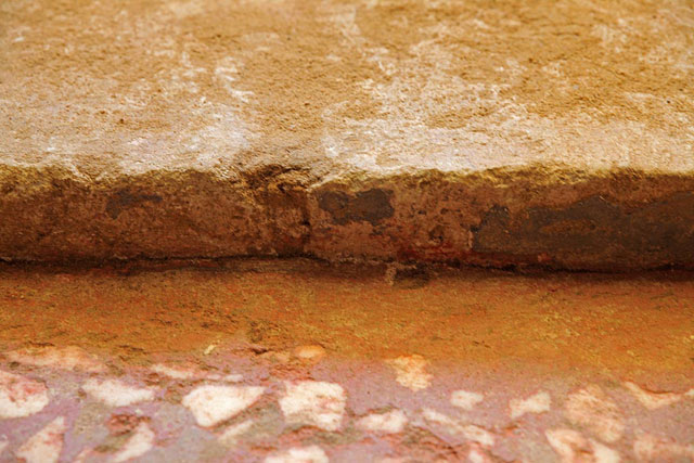 Amphipolis: Fresco with traces of blue coloring on the wall behind the sphinxes.